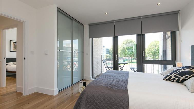 Bed at Urban Chic Portobello Apartments - Citybase Apartments