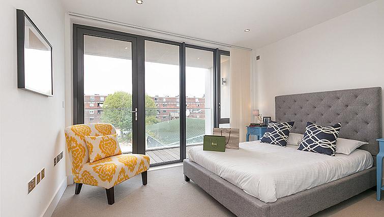 Double bedroom at Urban Chic Portobello Apartments - Citybase Apartments