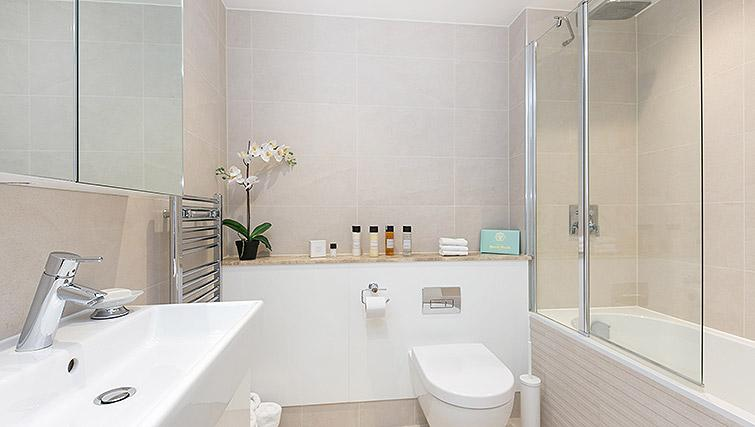 WC at Urban Chic Portobello Apartments - Citybase Apartments